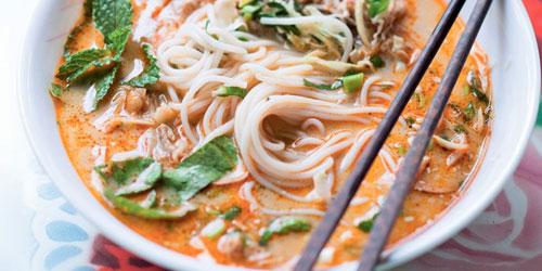 Khao Poun – Soupe de nouille au porc et lait de coco